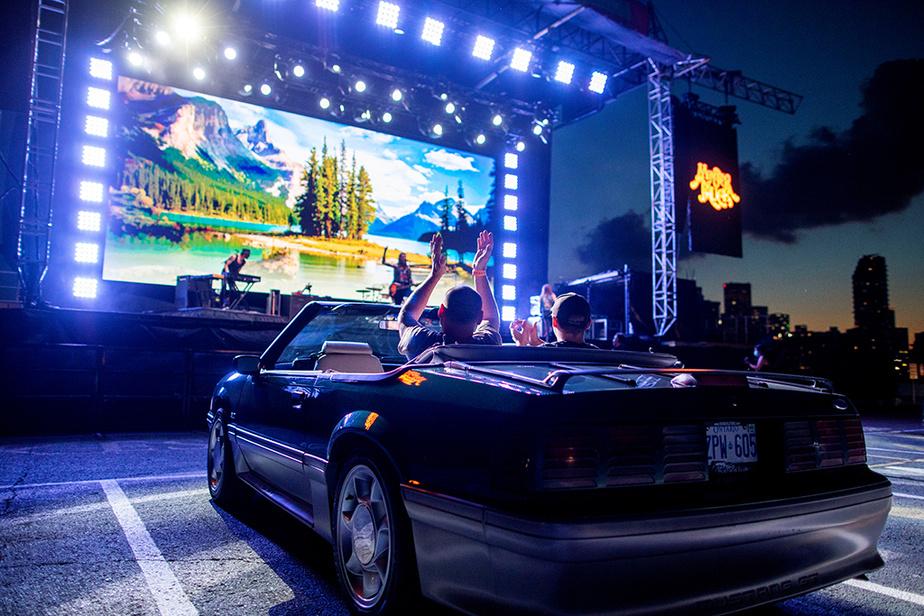 Le groupe rock canadien Monster Truck se produit dans un stationnement de Toronto, le 17 juillet.