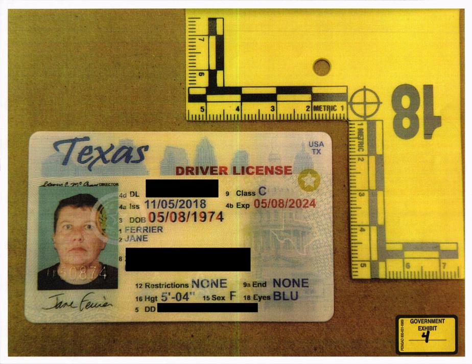 Le faux permis de conduire avec la photo de Pascale Ferrier