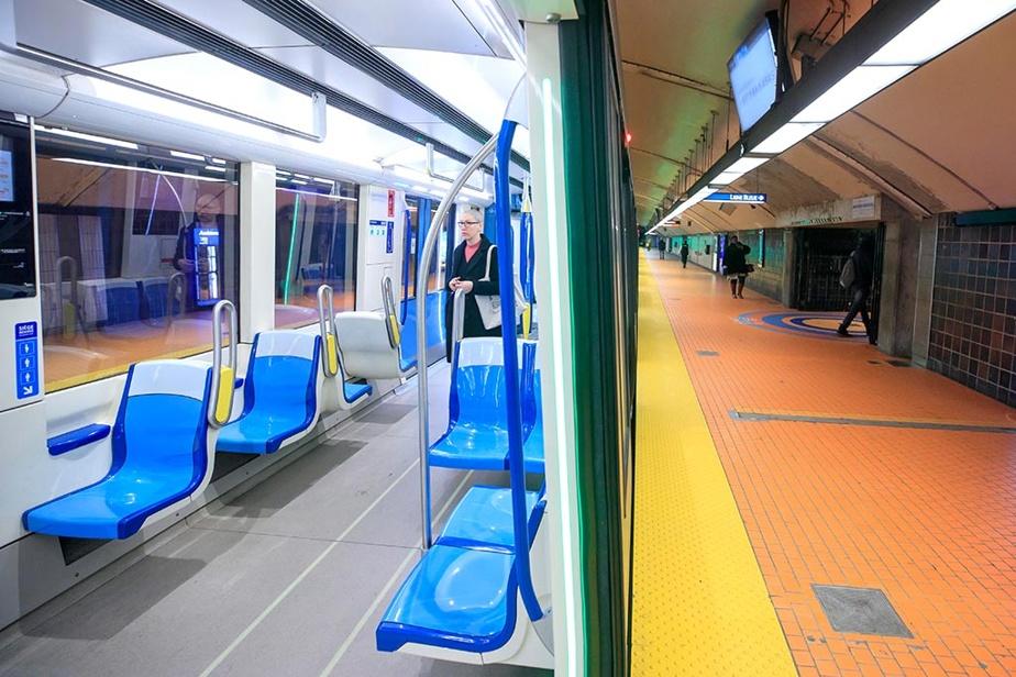 6avril2020. Il est 8h44. C'est normalement l'heure de pointe du matin dans le métro de Montréal, mais en ce début du mois d'avril, seule une femme entre dans ce wagon, à la station Jean-Talon. Le quai est complètement désert.