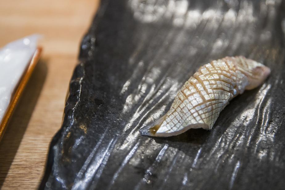 Plusieurs nigiris parsèment le menu dégustation; chaque petit plat fait montre d'un grand souci pour les détails.