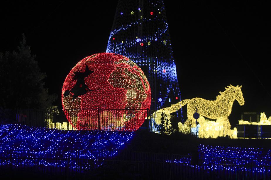 De nouveaux éléments de décor et de nouvelles structures lumineuses s'ajoutent cette année.