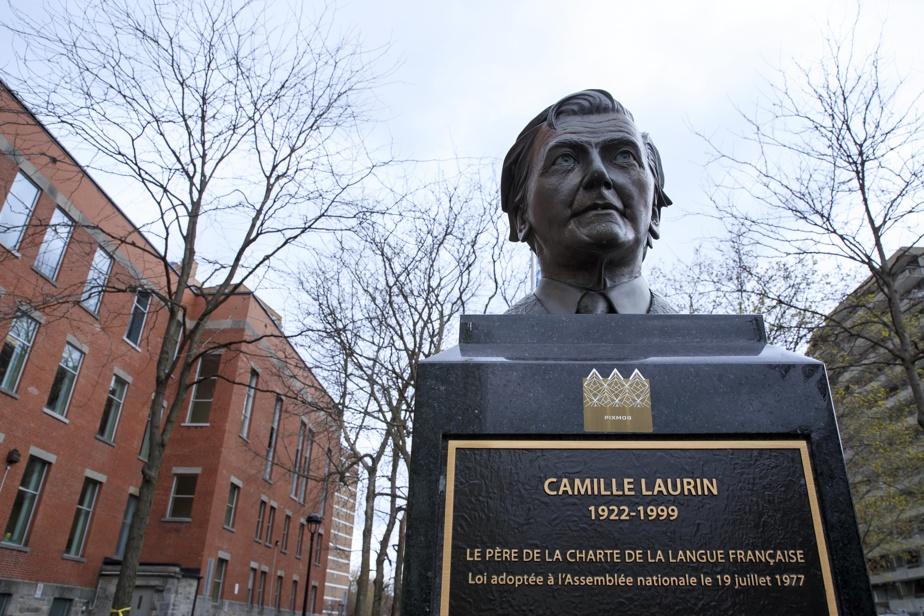 L'édifice Camille-Laurin et son buste de bronze, situé au 125, rue Sherbrooke Ouest