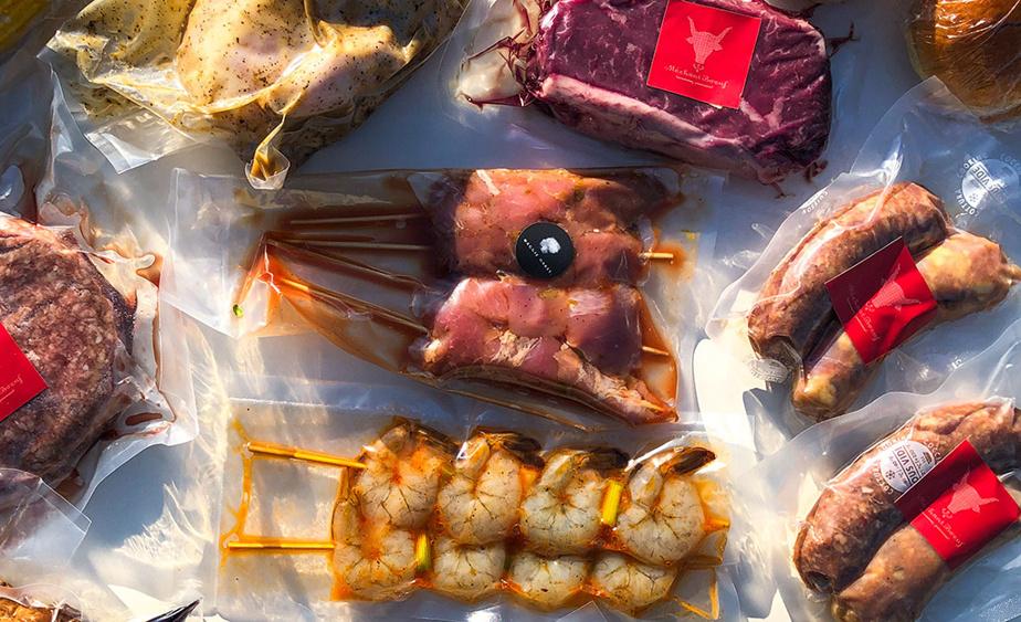 La boîte barbecue proposée par Méchant Bœuf, Maggie Oakes et Vieux-Port Steakhouse est bien généreuse.