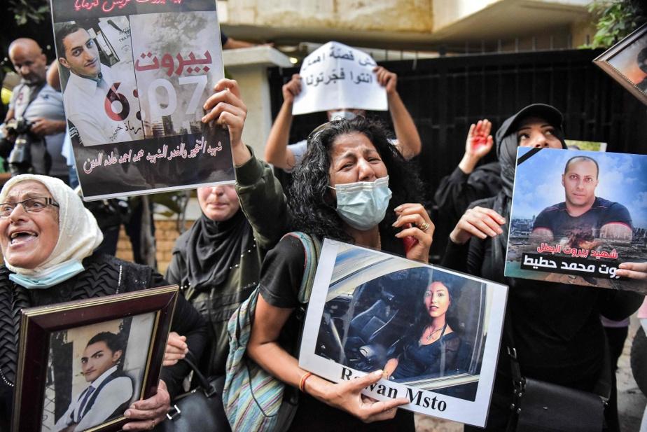 Le 13juillet dernier, des manifestants brandissent des portraits de proches morts dans l'explosion du 4août 2020. Ils exigent que les vrais responsables soient jugés et dénoncent l'incurie de la classe politique.