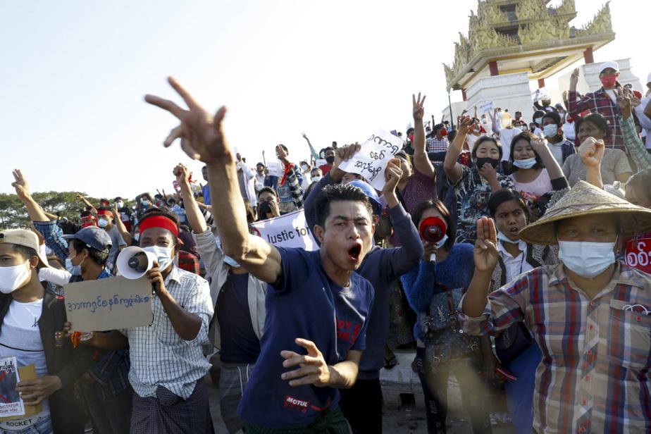 Manifestation, le 10février, à Mandalay, deuxième ville du pays et ancienne capitale royale