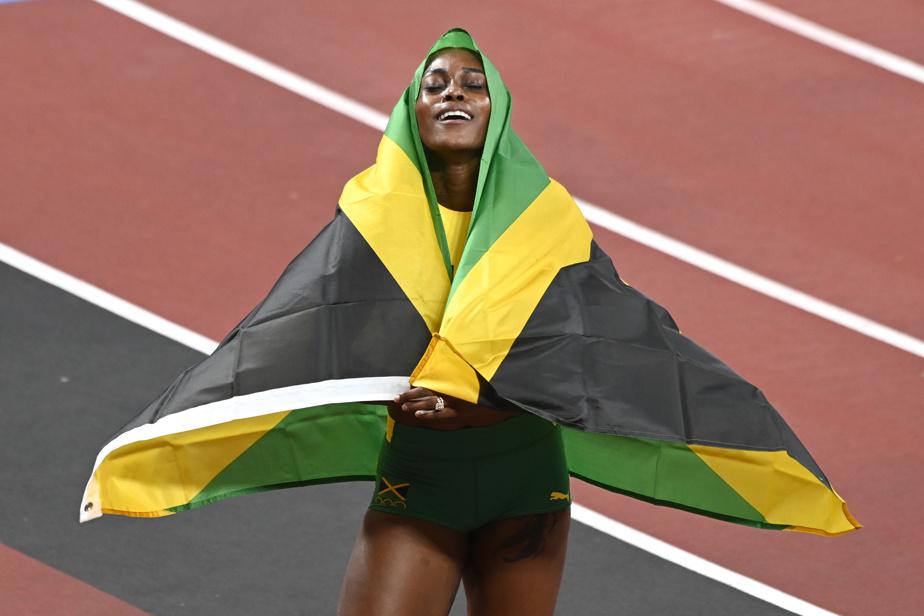 La Jamaïcaine Elaine Thompson-Herah a fracassé le record olympique de Florence Griffith Joyner datant de 33ans au 100m féminin, franchissant la distance en 10,61s. Une excellente raison de se draper dans son drapeau national.