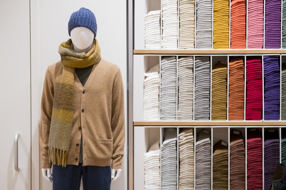 Des dizaines de couleurs de chaussettes pour s'agencer à toutes les tenues sont proposées chez Uniqlo.