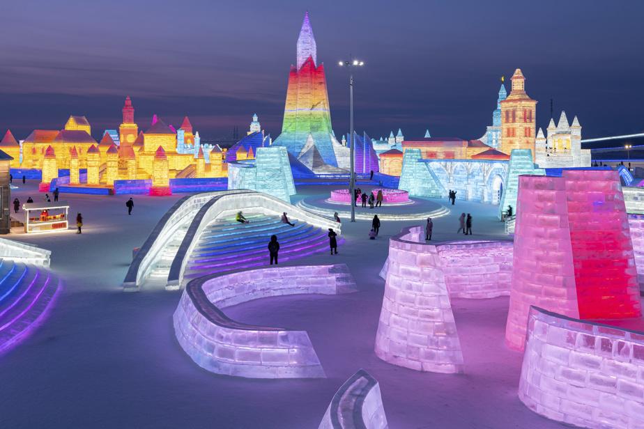 Cette année, les éphémères sculptures du festival de sculpture sur glace de Harbin s'inspirent de l'antique route de la soie qui traversait l'Asie centrale, reliant la Chine à l'Europe avec ses caravanes de chameaux.