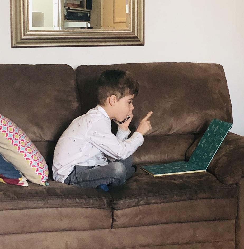 Télétravailleur s'ajoutera-t-il aux métiers rêvés des enfants? Inspiré par ses parents, Edgar, alors âgé de 5ans, les a bien fait rigoler en avril, lorsqu'ils l'ont surpris en «télétravail» dans le salon. «Il nous a dit qu'il était en rencontre et de ne pas le déranger, et qu'ilavait mis sa chemise pour être propre pour le travail!», raconte sa mère, Stéphanie Taillon.