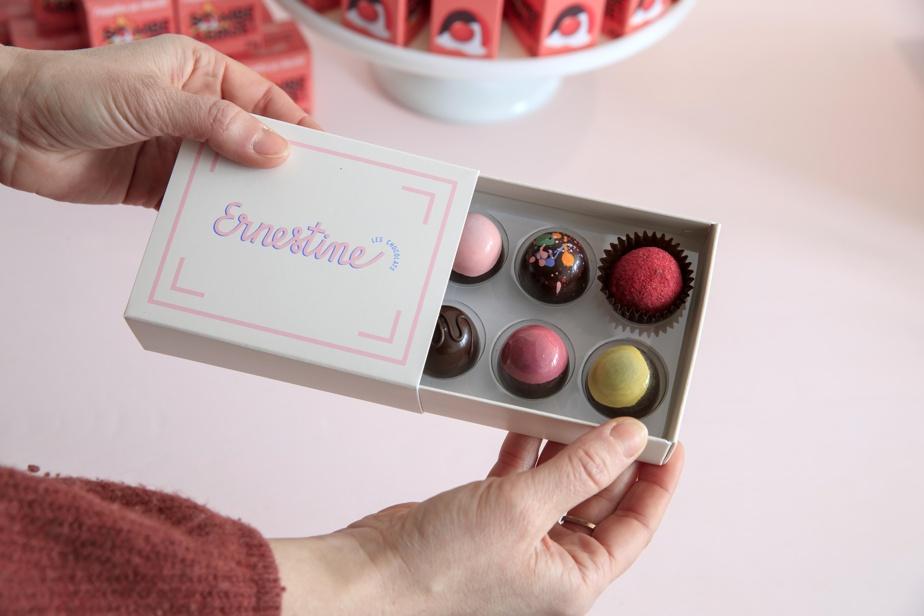 Une boîte de chocolats assortis, signée Ernestine