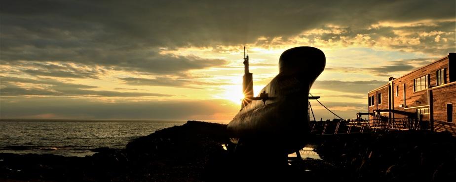 Le soleil plongeant dans l'eau, tout comme le faisait le sous-marin de Pointe-au-Père.