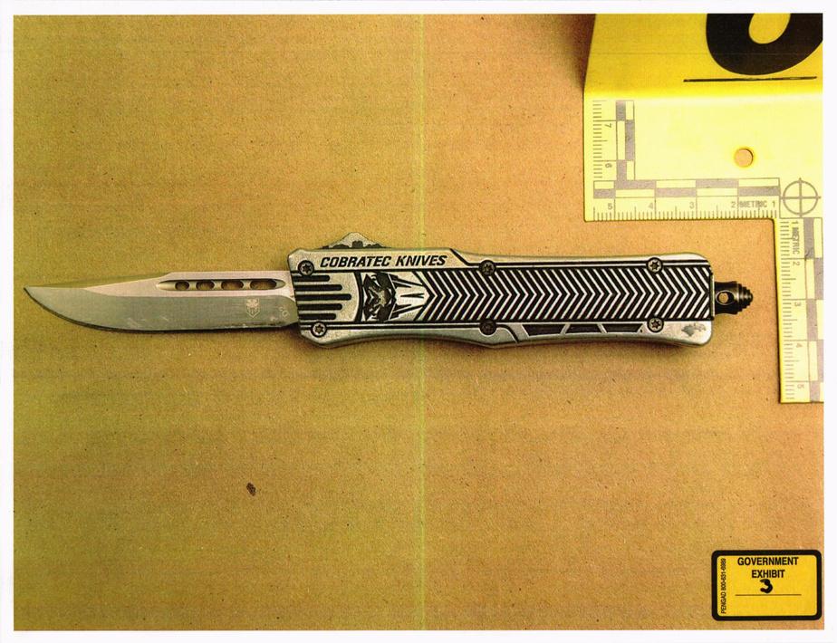 Le couteau saisi sur la suspecte, Pascale Ferrier