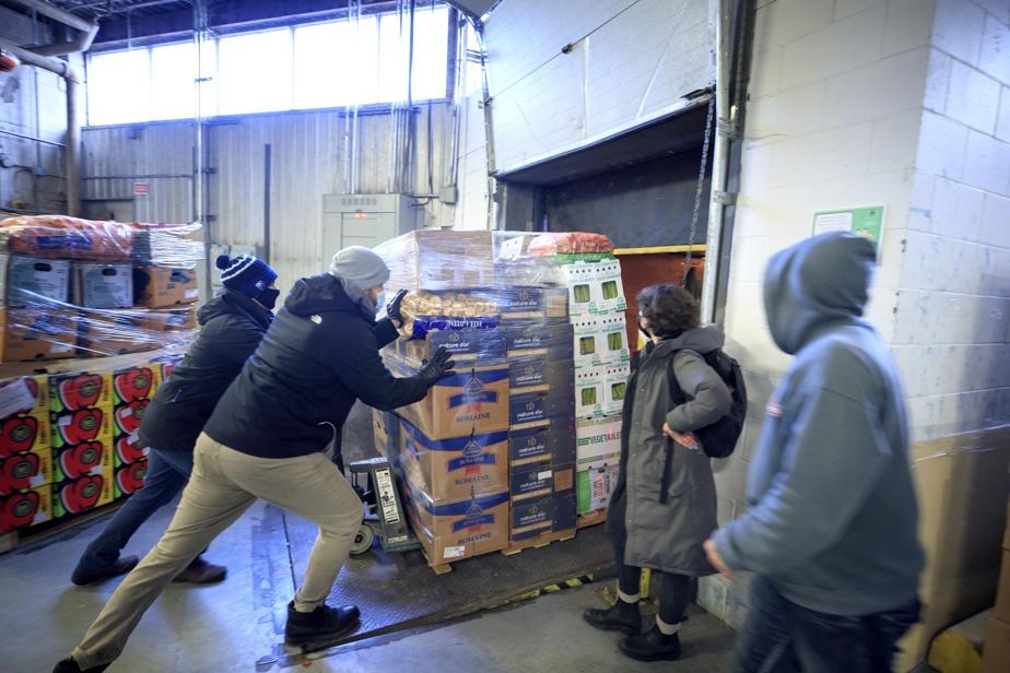 Faut-il le rappeler, Moisson Montréal est un «grossiste alimentaire communautaire», comme le dit Richard Daneau, qui gère les surplus de l'industrie (l'Union des producteurs agricoles et autres Kraft de ce monde), en les redistribuant aux organismes venant en aide aux individus dans le besoin. Et ils sont nombreux: au Québec, on estime qu'une personne sur six souffre d'insécuritéalimentaire.