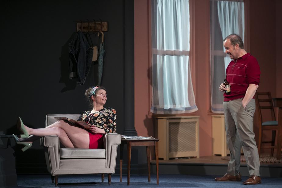 Charli Arcouette, qui joue la sœur de Claude, en conversation avec son père, incarné par Michel Charette