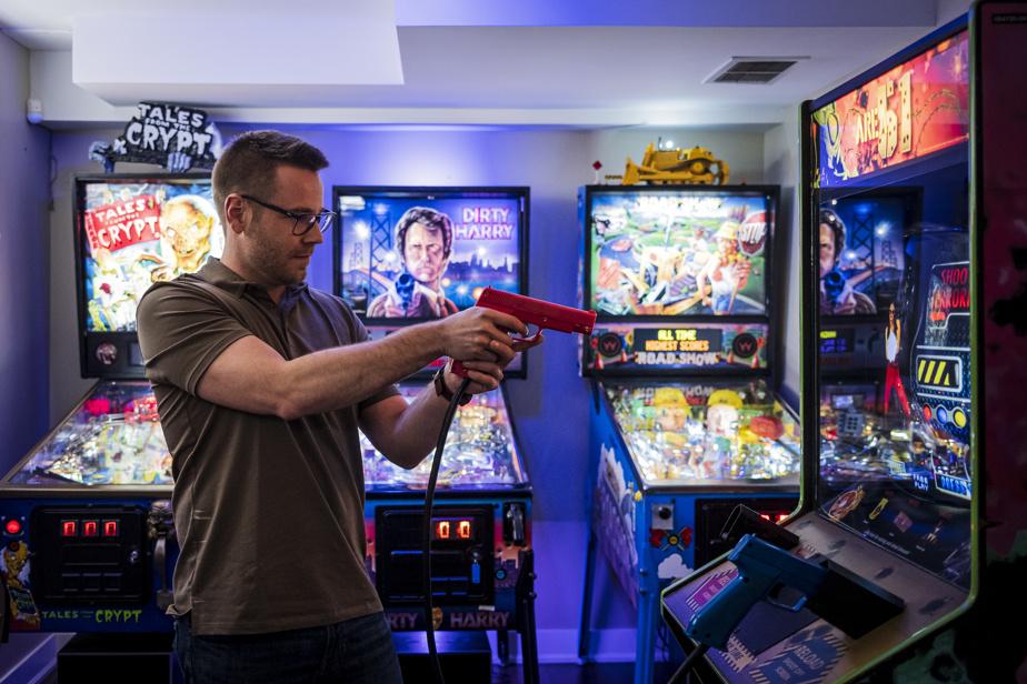 Sébastien Juneau et sa conjointe ont installé trois machines à boules et un jeu de tir dans leur sous-sol.
