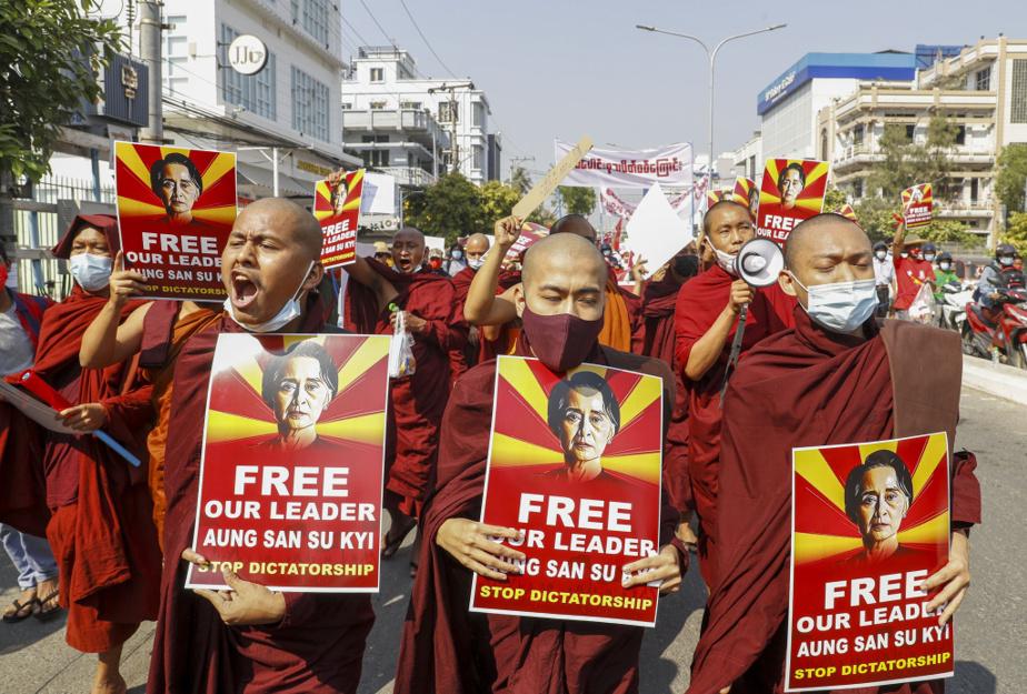 Des moines bouddhistes se sont joints au mouvement, toujours à Mandalay, le 12février.