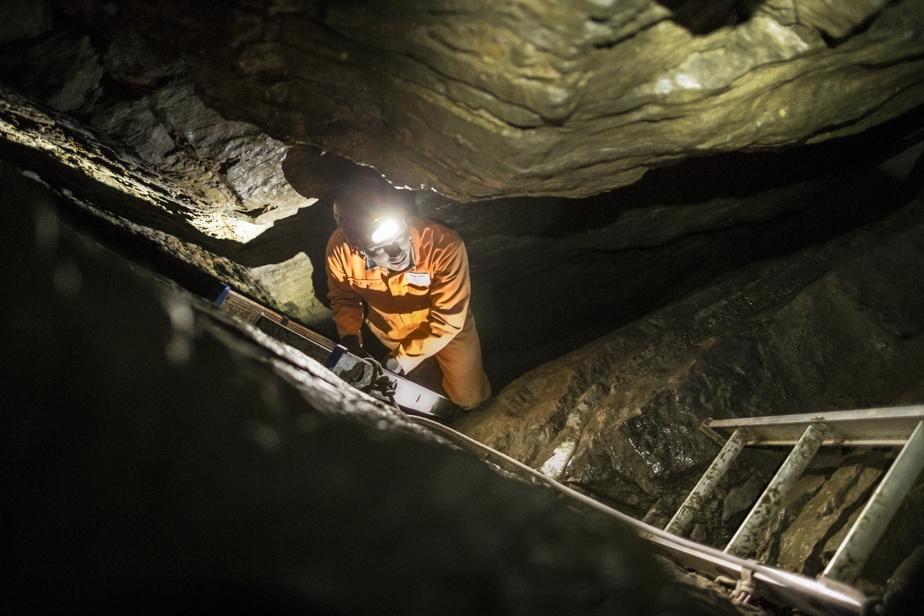 La caverne de Saint-Léonard plonge sur plusieurs mètres de profondeur.