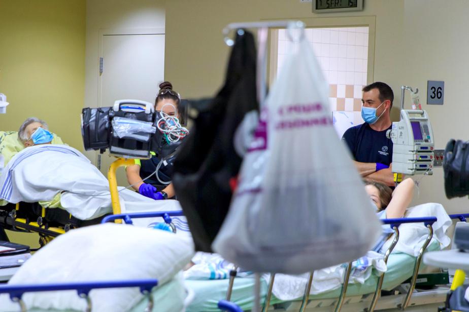 «On a des équipes extraordinaires. Aux urgences, on a une équipe tissée serré. Si ce n'était pas d'eux, je ne sais pas ce qu'on ferait», dit Lyne Daoust, directrice des programmes de soins critiques et spécialisés au CISSS de la Montérégie-Ouest. «L'équipe est magnifique. Ça va au-delà de la résilience. Ils ont vraiment à cœur la santé de la population», souligne la cheffe du service des urgences de l'hôpital du Suroît, l'infirmière Carine Durocher.