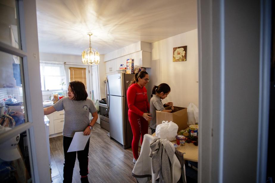 Abigail vit avec son conjoint et ses deux filles, Karla et Areli, dans un quatre et demi du quartier Saint-Michel.