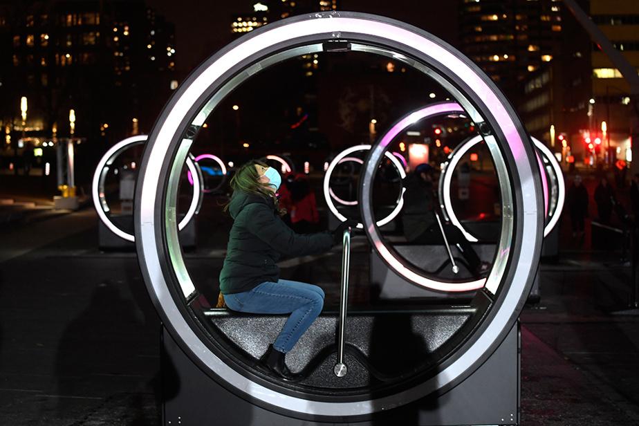La nouvelle édition de Luminothérapie bat son plein dans le Quartier des spectacles, au centre-ville de Montréal.