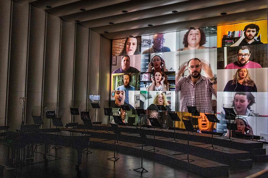 La chorale du Sodre, à Montevideo, en répétition virtuelle, avant de se produire en chair et en os devant son public au premier jour de la réouverture des théâtres de la capitale de l'Uruguay, le 6 août.