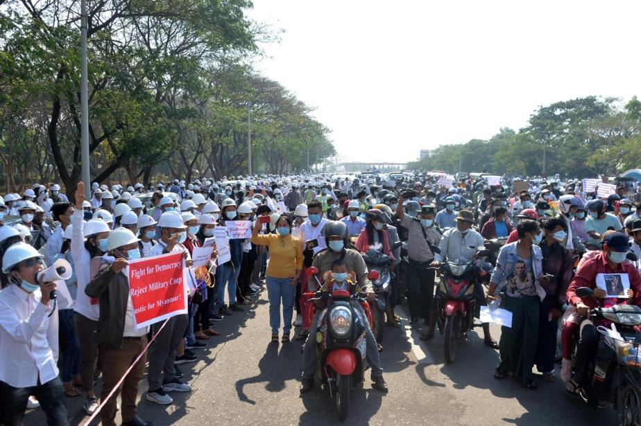 Les rues de la capitale, Naypyidaw, ont aussi été prises d'assaut par les manifestants. Ici, le 11février.