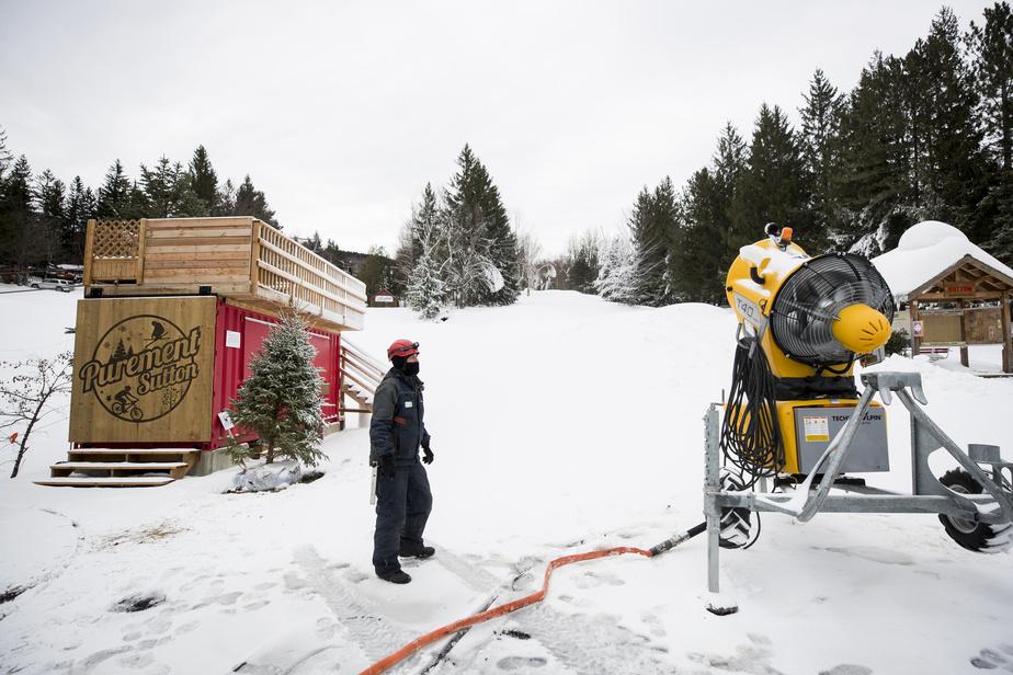 Les canons à neige viennent tout juste de s'arrêter au Mont Sutton après une période de production d'une trentaine d'heures les 18 et 19novembre derniers.