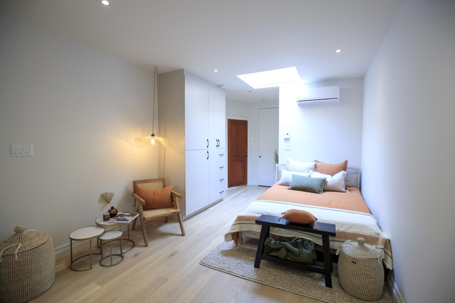 Dans ce quintuplex, les quatre petites unités des étages supérieurs ont été réaménagées dans le but de maximiser et d'améliorer l'espace disponible.