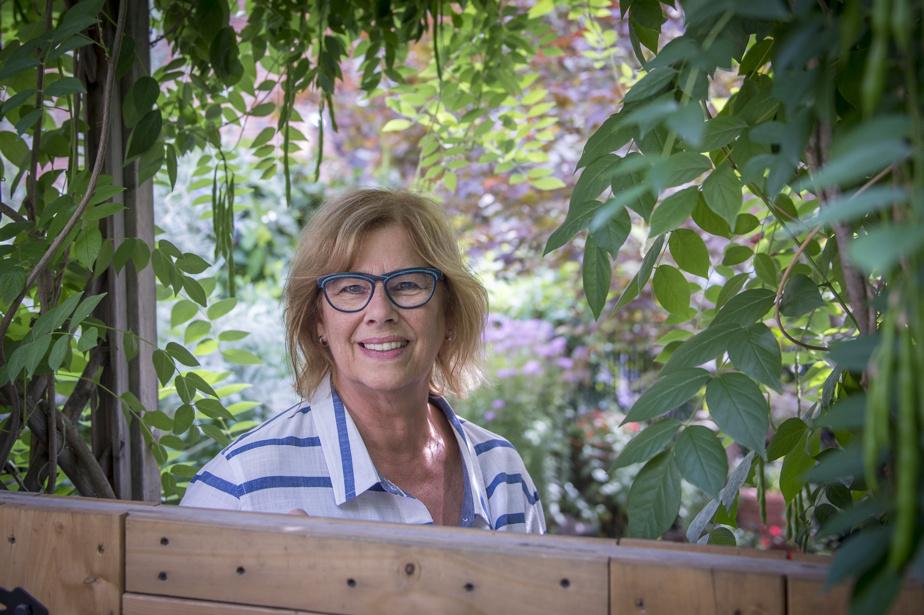 Chantal Marinier occupe l'un des logements à l'étage et peut non seulement admirer les jardins depuis son balcon, mais aussi s'y installer à sa guise.