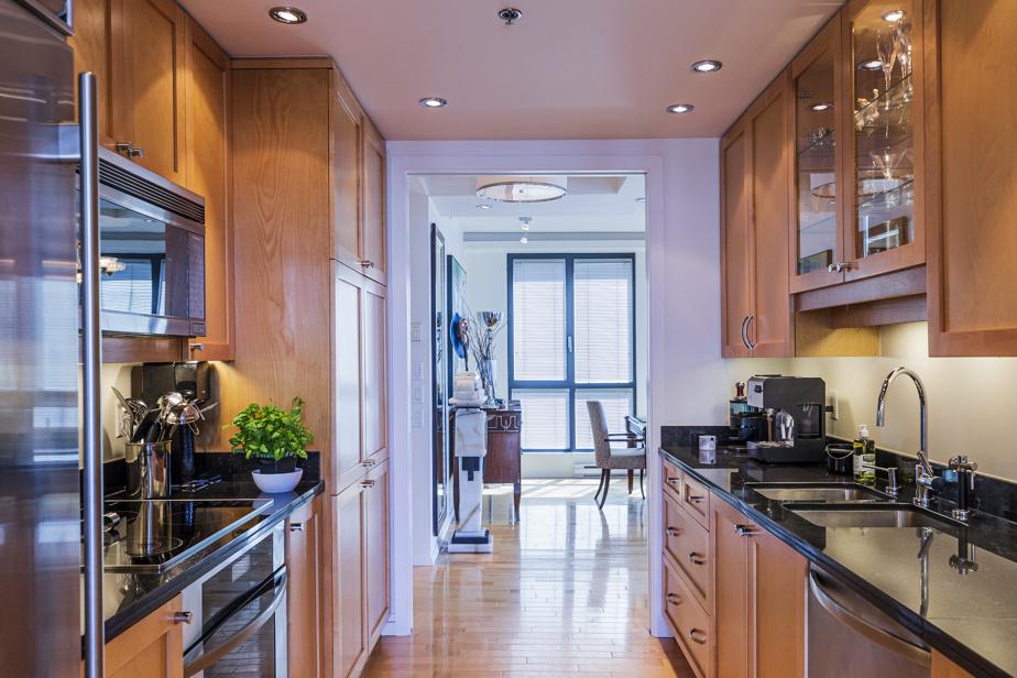 Dans la cuisine, aux plans de travail en granit, des électroménagers de marques Sub-Zero et Miele ont été privilégiés.