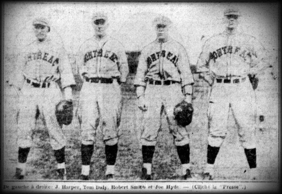 J. Harper, Tom Daly, Robert Smith et Joe Hyde, les receveurs des Royaux de Montréal, en 1928