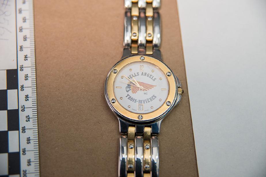 Lors de la perquisition, Yves Gagné portait cette montre des Hells Angels de Trois-Rivières.