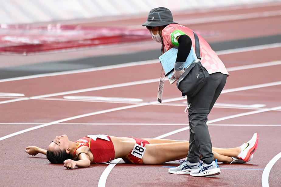 Aux qualifications du 5000m féminin, la Slovène KlaraLukan n'a pas été en mesure de terminer l'épreuve.