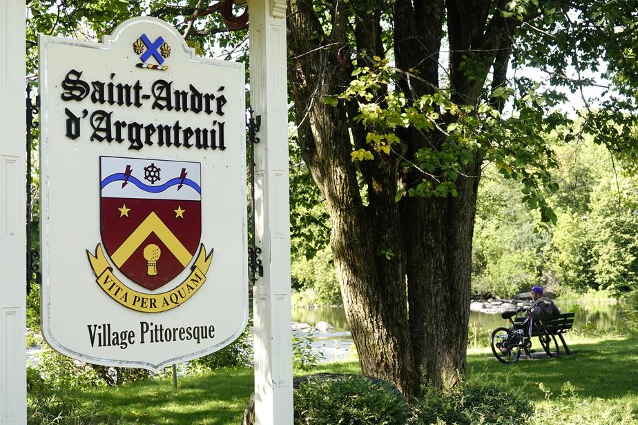 La halte routière de Saint-André-d'Argenteuil (Saint-André-Est), située aux abords de la rivière du Nord, appelle au repos.