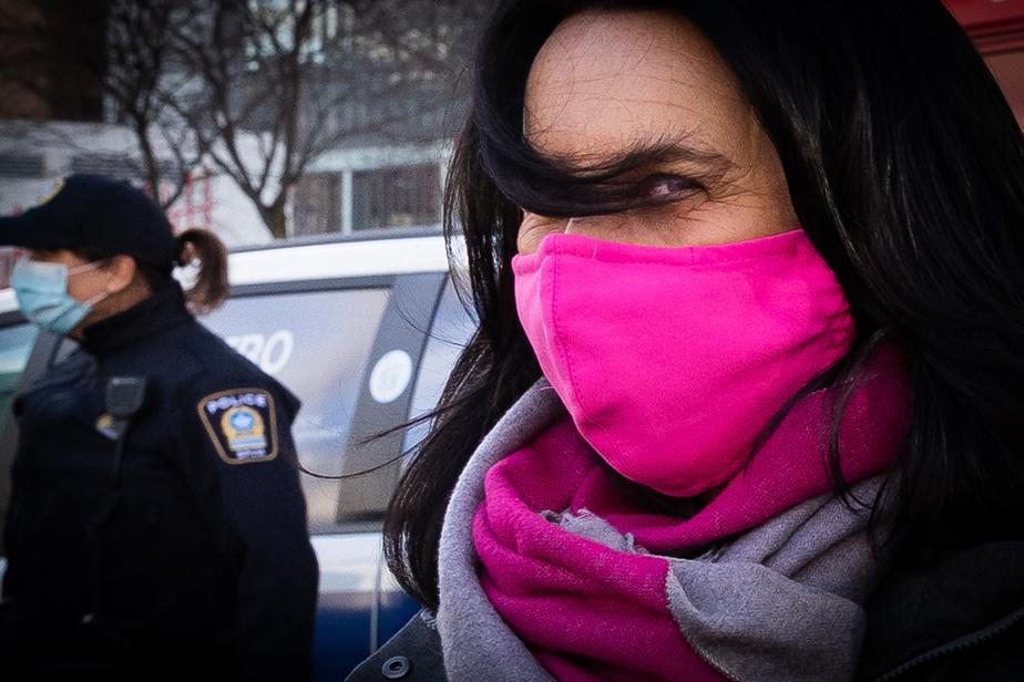 24novembre2020. Valérie Plante, mairesse de Montréal, participe à une annonce sur le transport par autobus pour les sans-abri voulant quitter la rue les jours de froid hivernal.