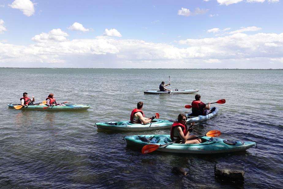L'Espace Navi loue des kayaks pour voguer sur le fleuve le long des berges de Verdun.