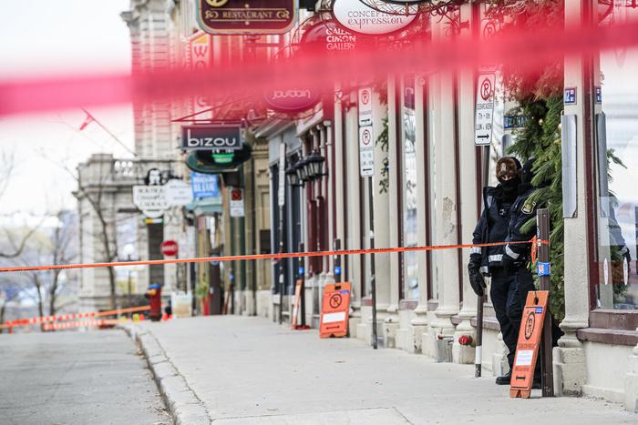 Dimanche matin, une partie du Vieux-Québec n'était pas accessible pour permettre aux policiers de poursuivre leur enquête.