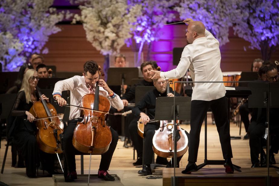 Une soixantaine de musiciens ont interprété le Salut d'amour d'Elgar et le Pezzo capriccioso de Tchaïkovski, accompagnés du violoncelliste Stéphane Tétrault. Ensuite, l'orchestre a joué la Symphonie du Nouveau Monde de Dvořák. Yannick Nézet-Séguin s'est adressé au public entre chaque portion, pour évoquer la symbolique des pièces choisies.