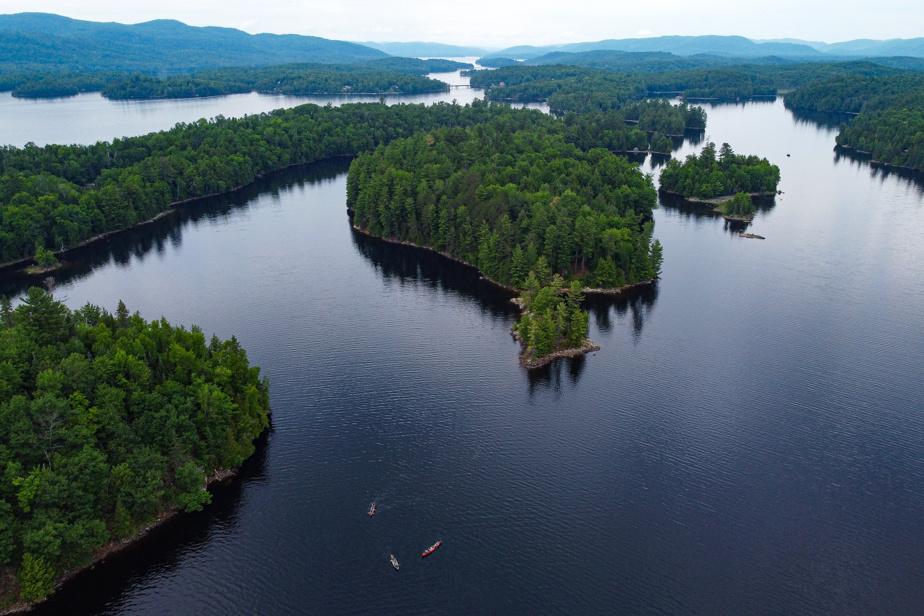 Les activités nautiques et de plein air sont possibles sur la vaste étendue du réservoir du Poisson Blanc, qui fait plus de 85km2 et est parsemé de centaines d'îles dans lesquelles sont aménagés des emplacements de camping sauvage.