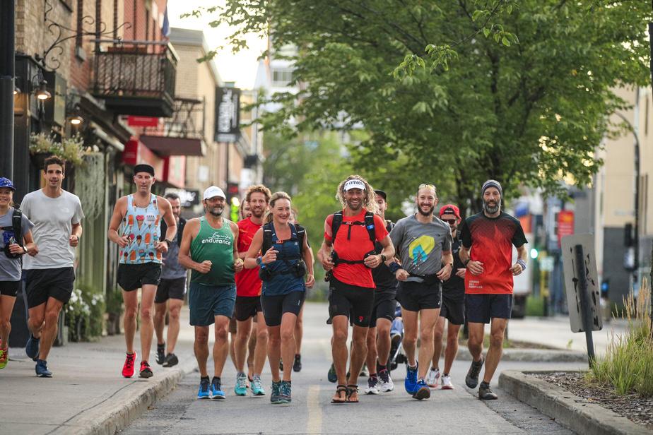 Dans les rues de Montréal, avec des amis et des membres de la famille.