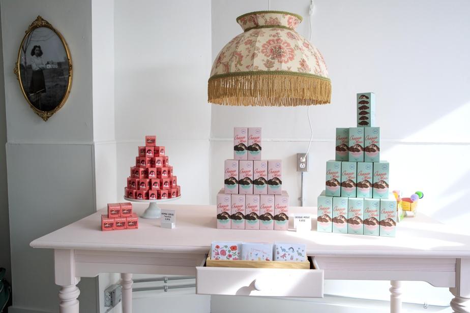 Le nouveau local de la chocolaterie Ernestine met en valeur les créations de l'entreprise.