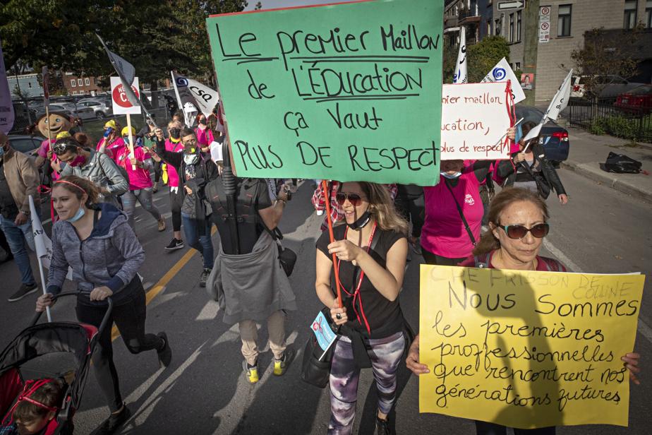 «Le premier maillon de l'éducation, ça vaut plus de respect», pouvait-on lire sur une pancarte.