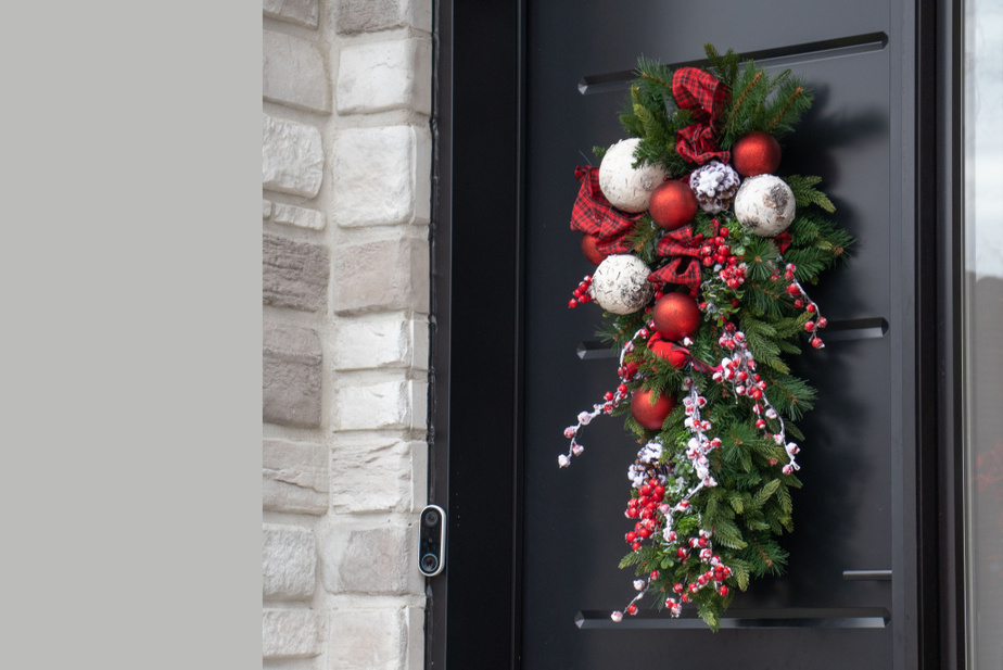 Les gerbes décoratives sont très populaires, souligne JosianeYelle, responsable du marketing chez Décors Véronneau. On les voit sur un nombre grandissant de portes.