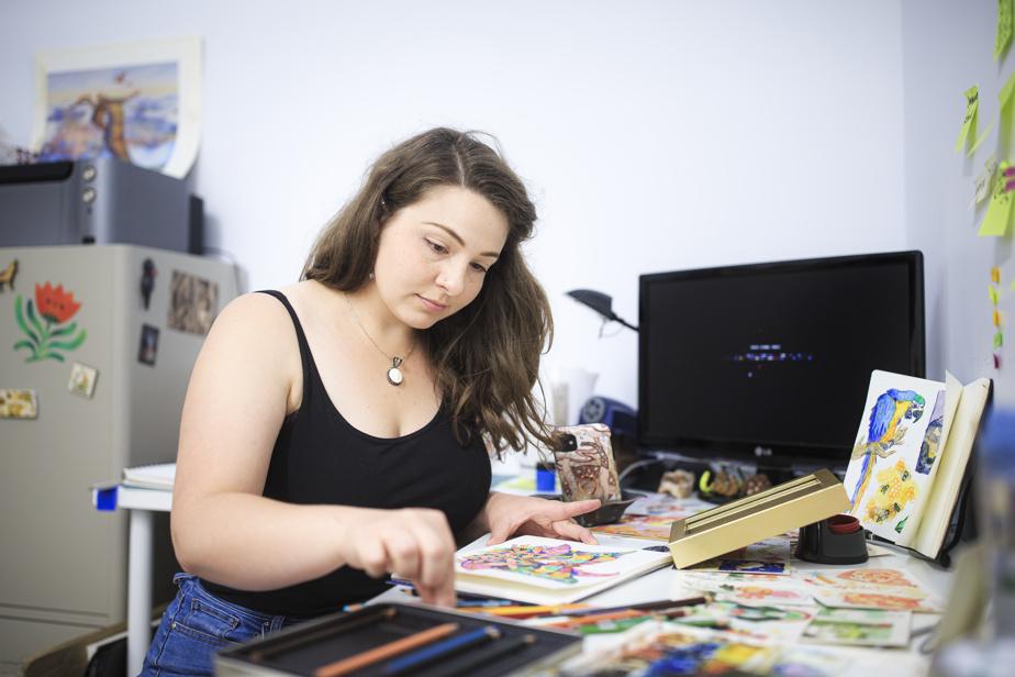 L'illustratrice Marta Barnes dans son studio, à la galerie Jano Lapin