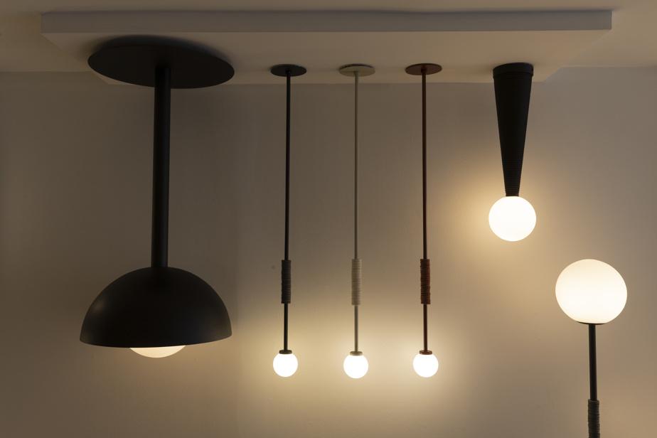 De la collection de base, divers modèles de luminaires de Jacques&Anna peuvent être reproduits en divers formats ou matériaux.