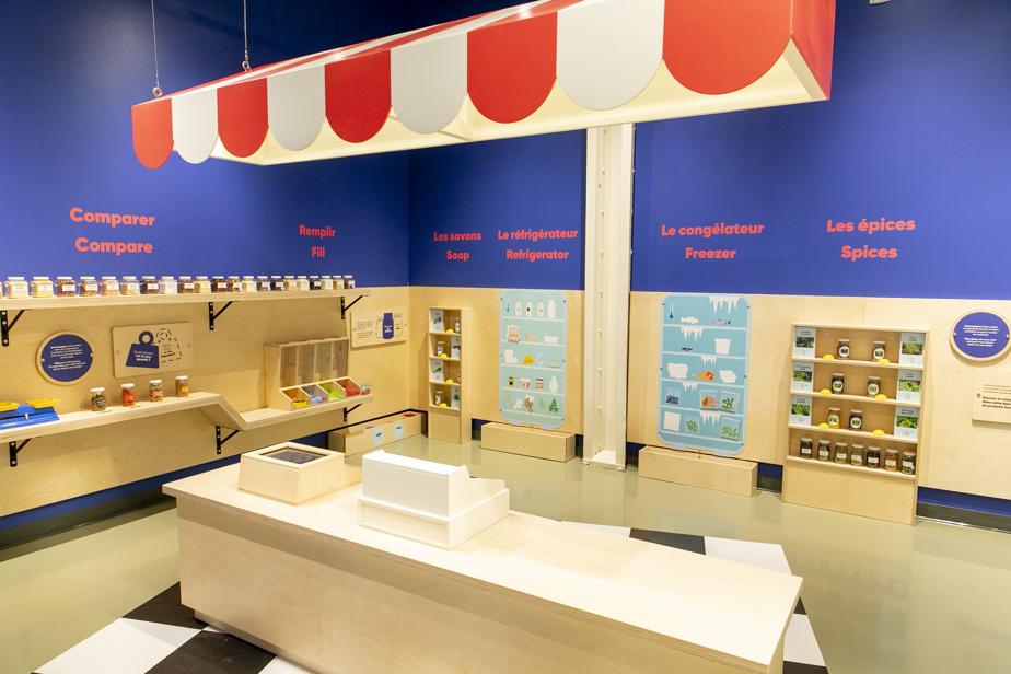 I bambini piccoli spesso si divertono a fare la spesa.  Un piccolo negozio di alimentari li aspetta nel centro scientifico.