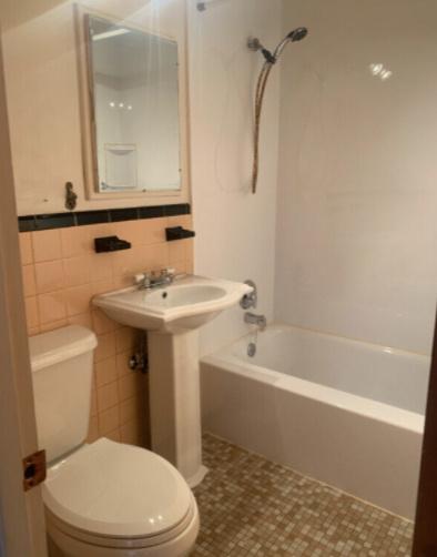 Des rénovations ont été faites dans la salle de bains.