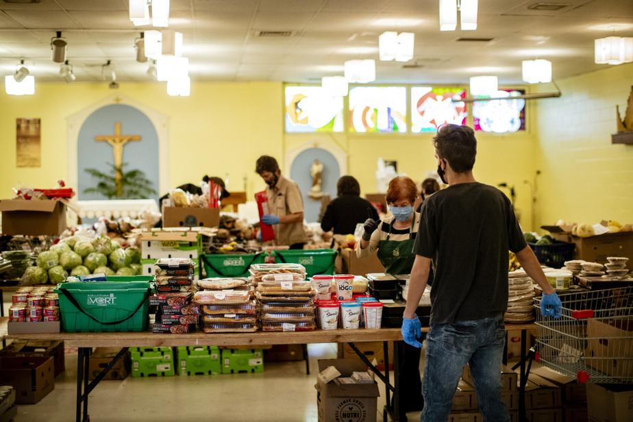 Distribution alimentaire à la paroisse Saint-Eustache