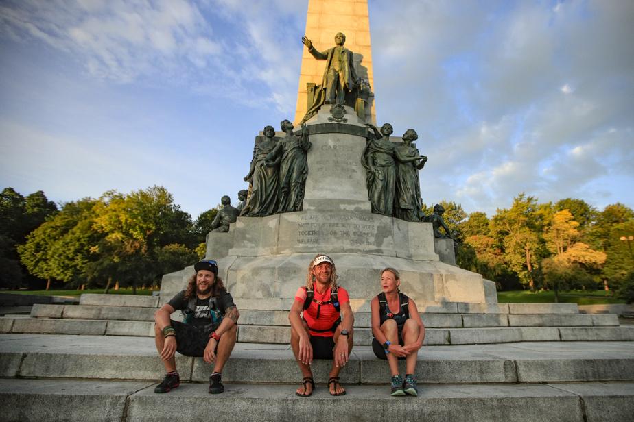 L'ultramarathonien au parc du Mont-Royal, après avoir parcouru 1135km entre Percé et Montréal.