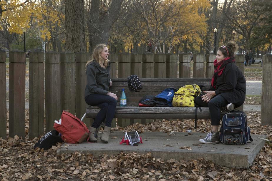 Les résidants de la métropole ont également profité du beau temps pour se côtoyer à l'extérieur, en respectant les deux mètresde distance requis par la Santé publique.